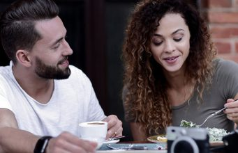 7 Signs He's Not Actually Into You